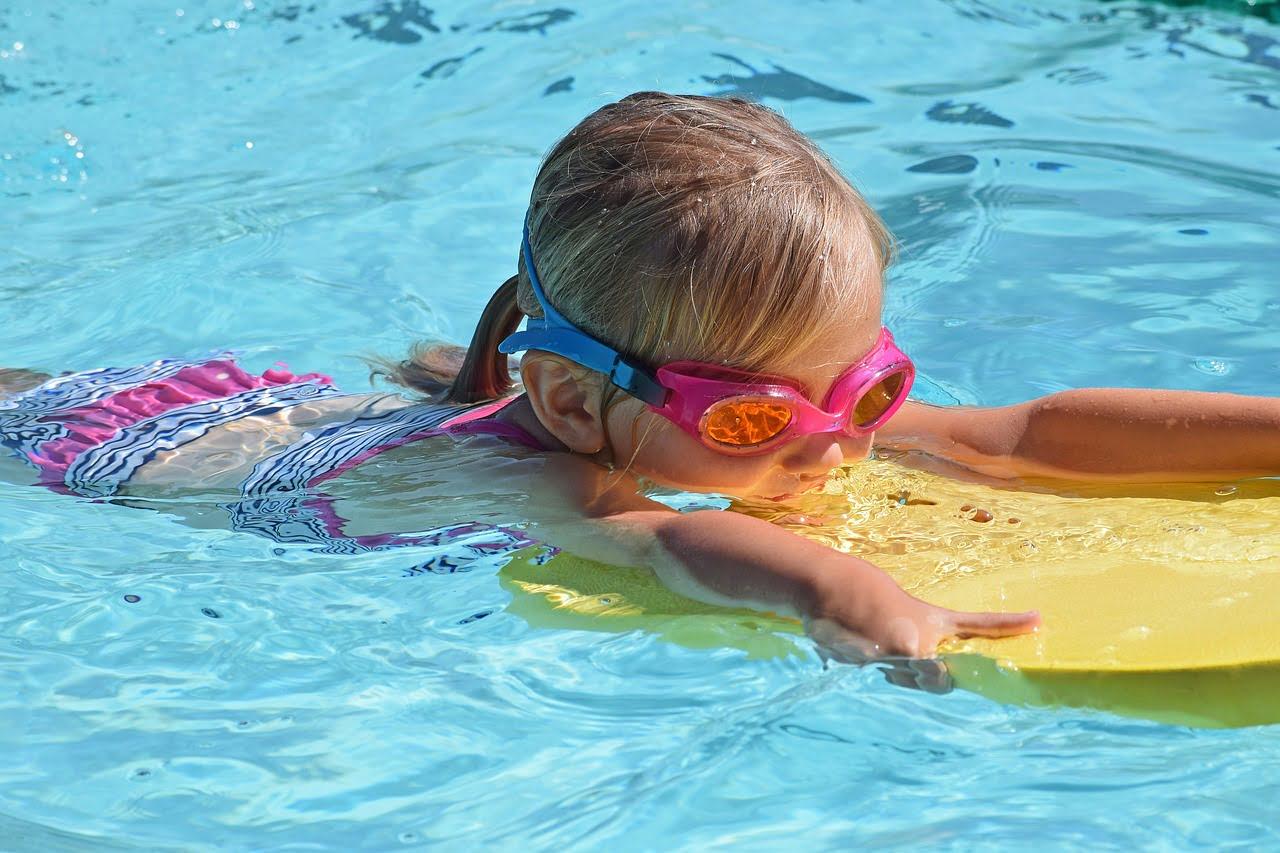 Wodne zabawy dla niemowlaków z korzyścią dla zdrowia