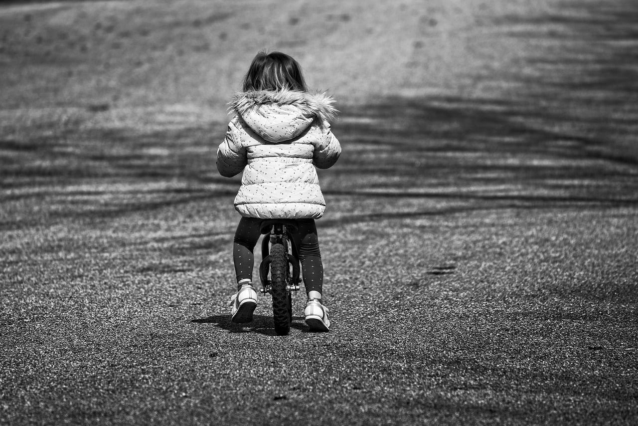 Dlaczego warto kupić dziecku rowerek biegowy i na jaki się zdecydować?