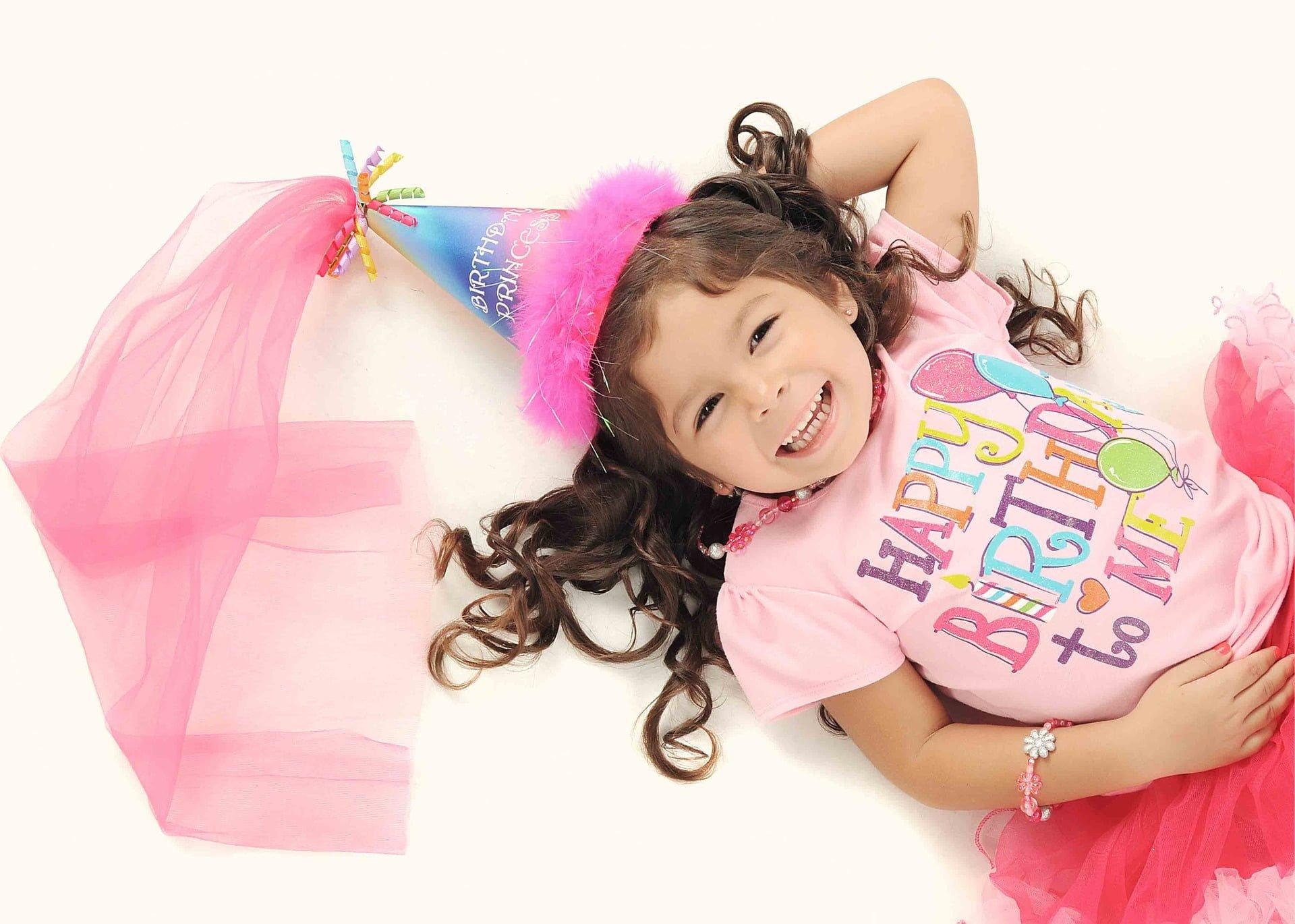 Kilka pomysłów na udane urodziny dziewczynki – przyjęcie urodzinowe z bohaterkami bajek