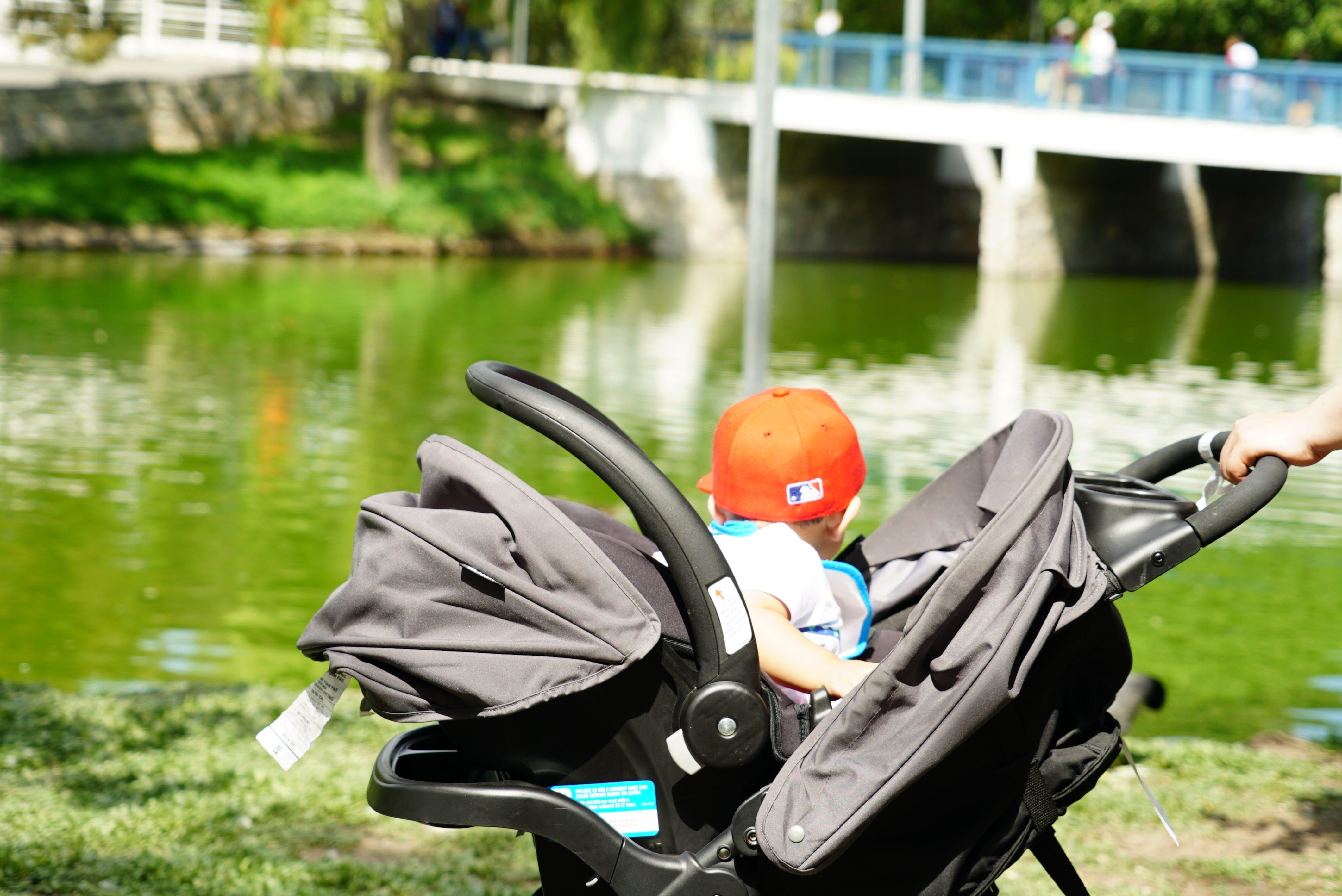Czym się kierować wybierając wózek dla niemowlaka?