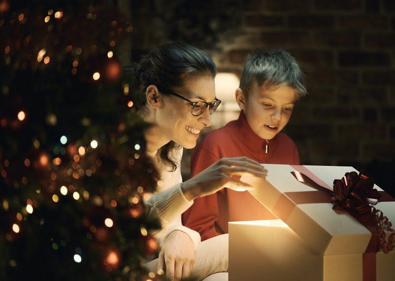 Świąteczny renifer na śpiworze i poduszce – idealne dla każdego dziecka
