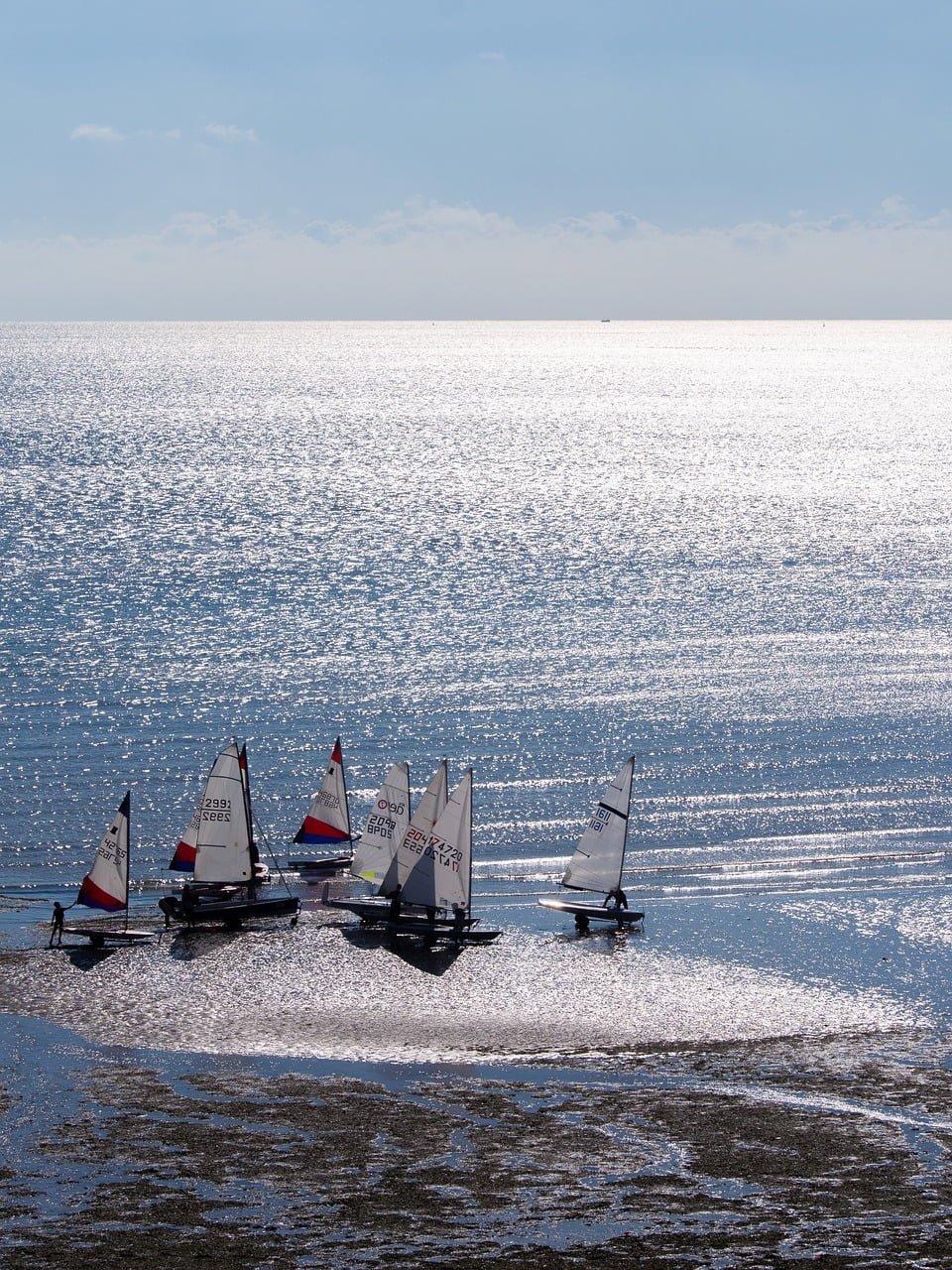 Obóz windsurfingowy – fajny pomysł na ferie